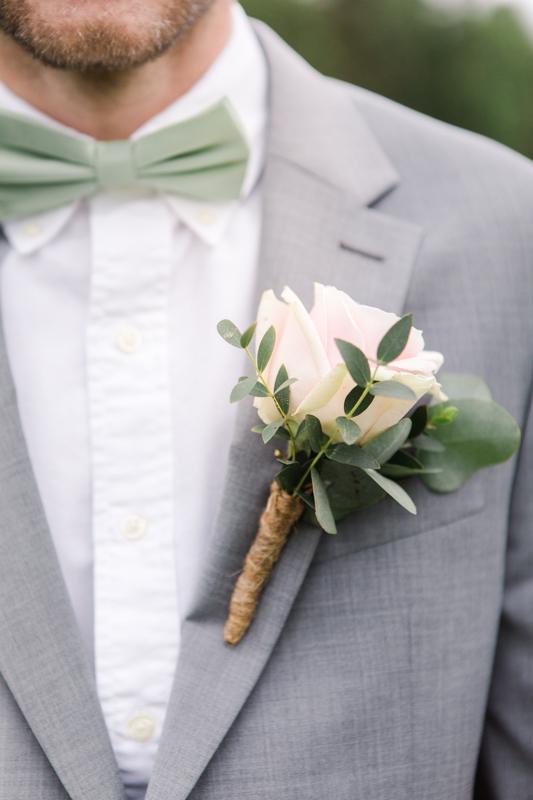 brudgum med corsage bröllop gotland
