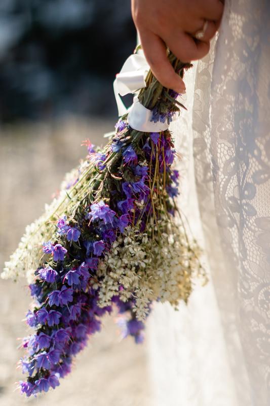 brudbukett med blåeld bröllop gotland